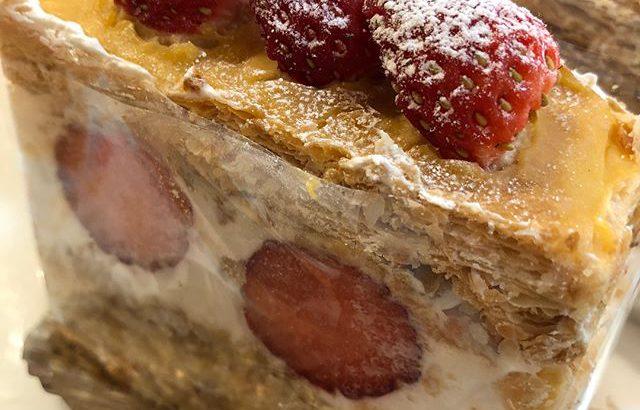 おはようございます今日も元気に営業中です♀️.季節限定品#いちごのミルフィーユ です!何層にも重なったパイ生地の中にはたっぷりの生クリームとイチゴ是非食べてみてください価格は¥400+税です.#新潟 #長岡 #ケーキとパンのお店 #リェヴル #イチゴのミルフィーユ #いちご # #ミルフィーユ #patisserie #bakery #lievre #strawberry #クリーム #生クリーム #いいね #フォロー #タグ付け #コメント #皆様のご来店心からお待ちしております # #